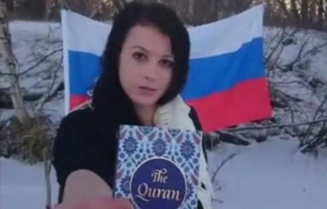Letartóztatták a szlovák lányt, aki széttépett, levizelt, és felgyújtott egy Koránt