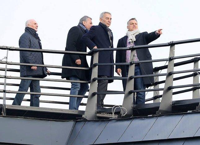 Orbán Viktor a kedvenc török oligarchájával nézi a Vidi meccsét Görögországban