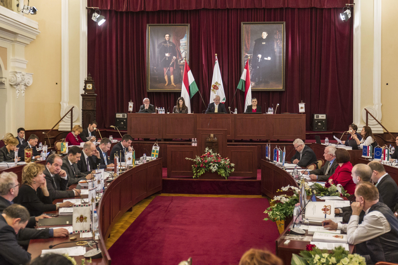 Összesen 337 millió forintos jutalmat kaptak a Főpolgármesteri Hivatal köztisztviselői