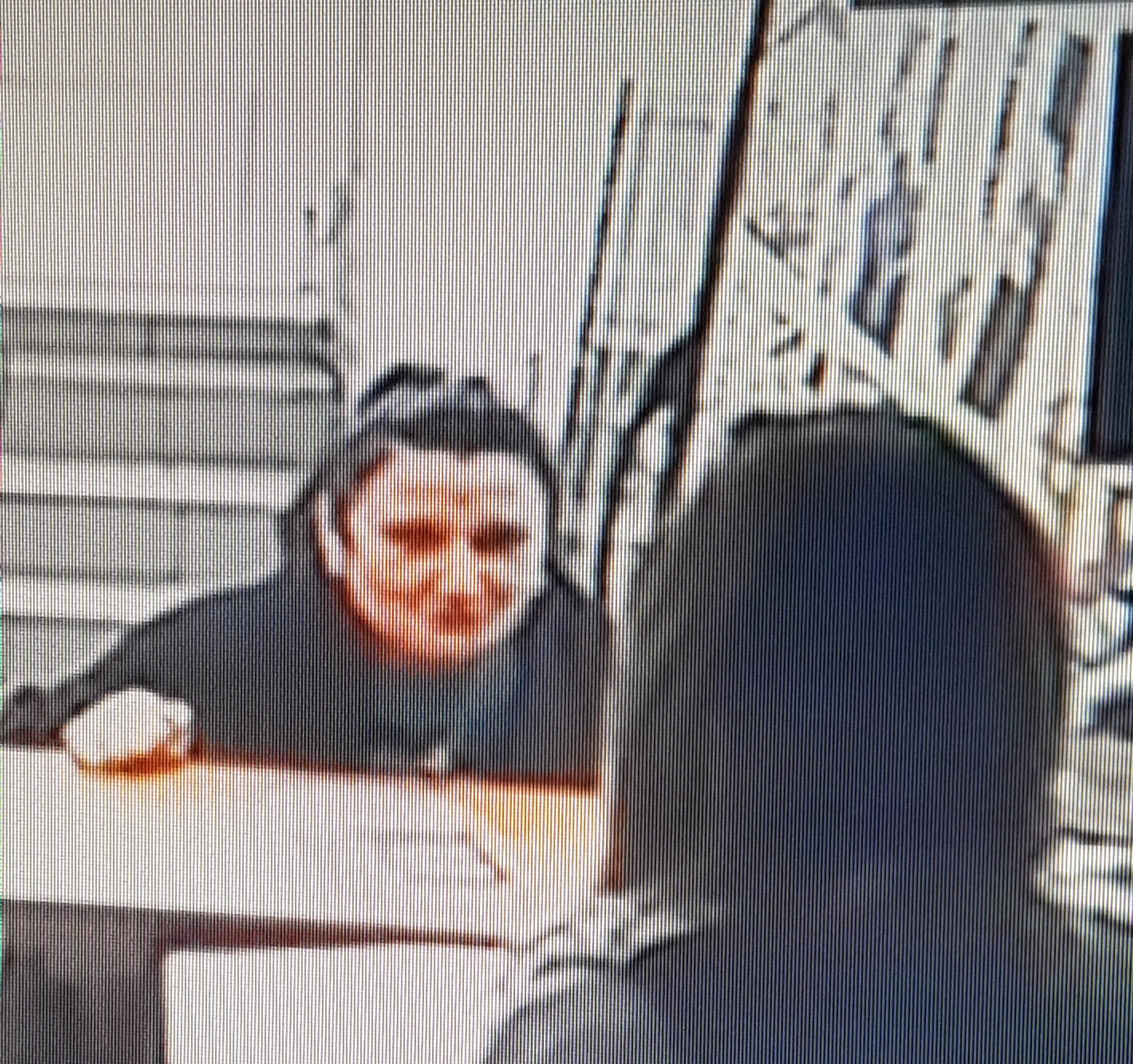 Ez a nő több mint 200 ezer forintot csalt ki egy Váci úti lottózóban, és még a pénztáros mobilját is lenyúlta