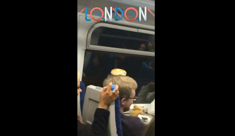 Verekedés tört ki egy angliai vonaton, miután részeg fiatalok bageleket tettek az utasok fejére