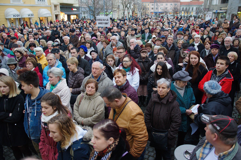 Hiába tüntettek kétezren Szombathelyen azért, hogy Jordán Tamás maradjon a helyi színház vezetője