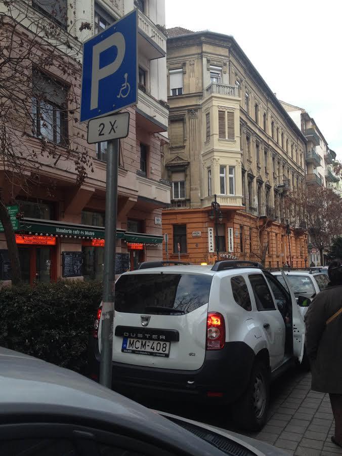 A ferencvárosi közterületesek vezetője félrevezette az ügyfelet a rokkanthelyre beparkoló beosztottainak ügyében