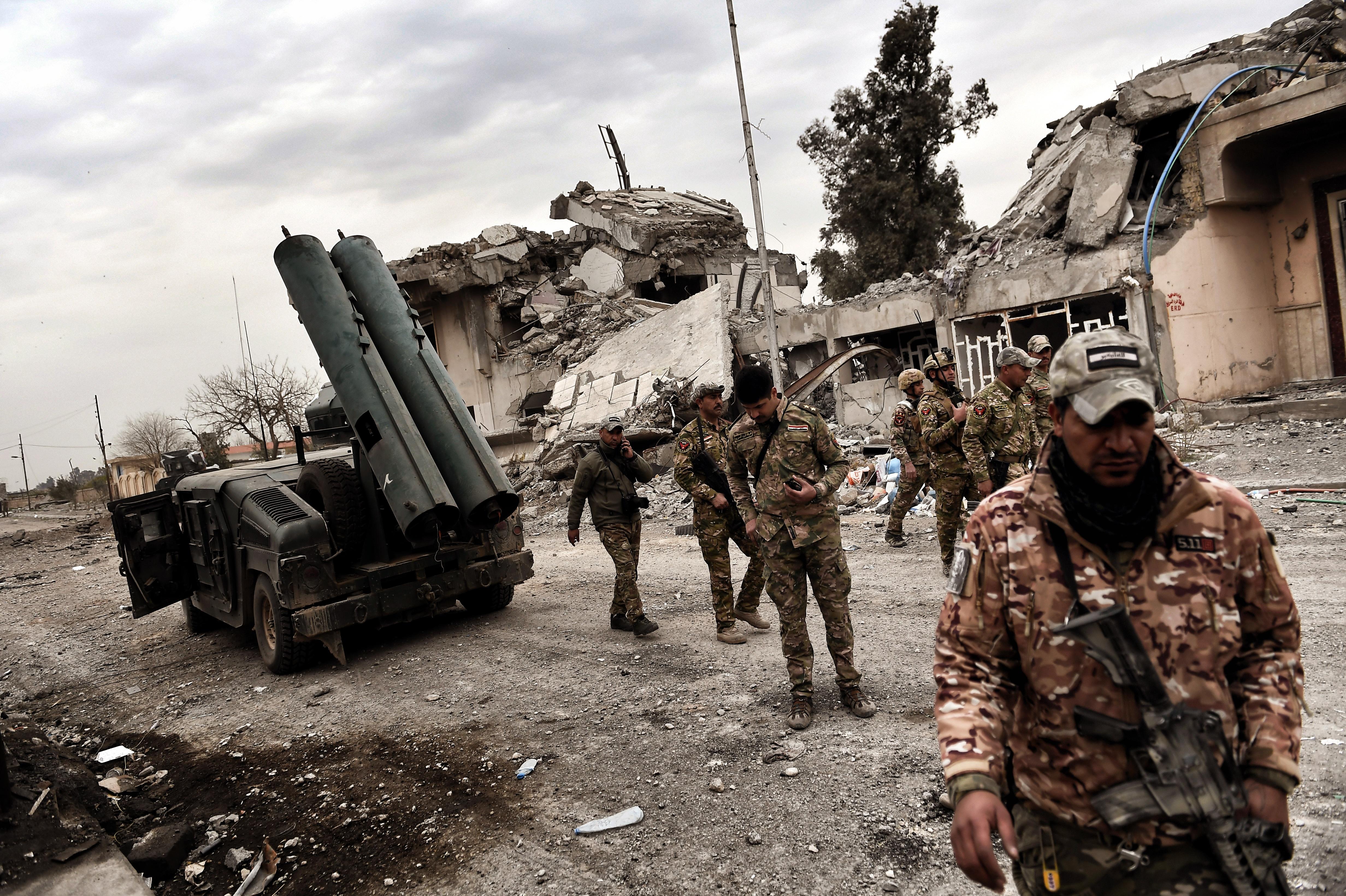 Olyan sok civil áldozat volt, hogy az iraki hadsereg felfüggesztette Moszul ostromát