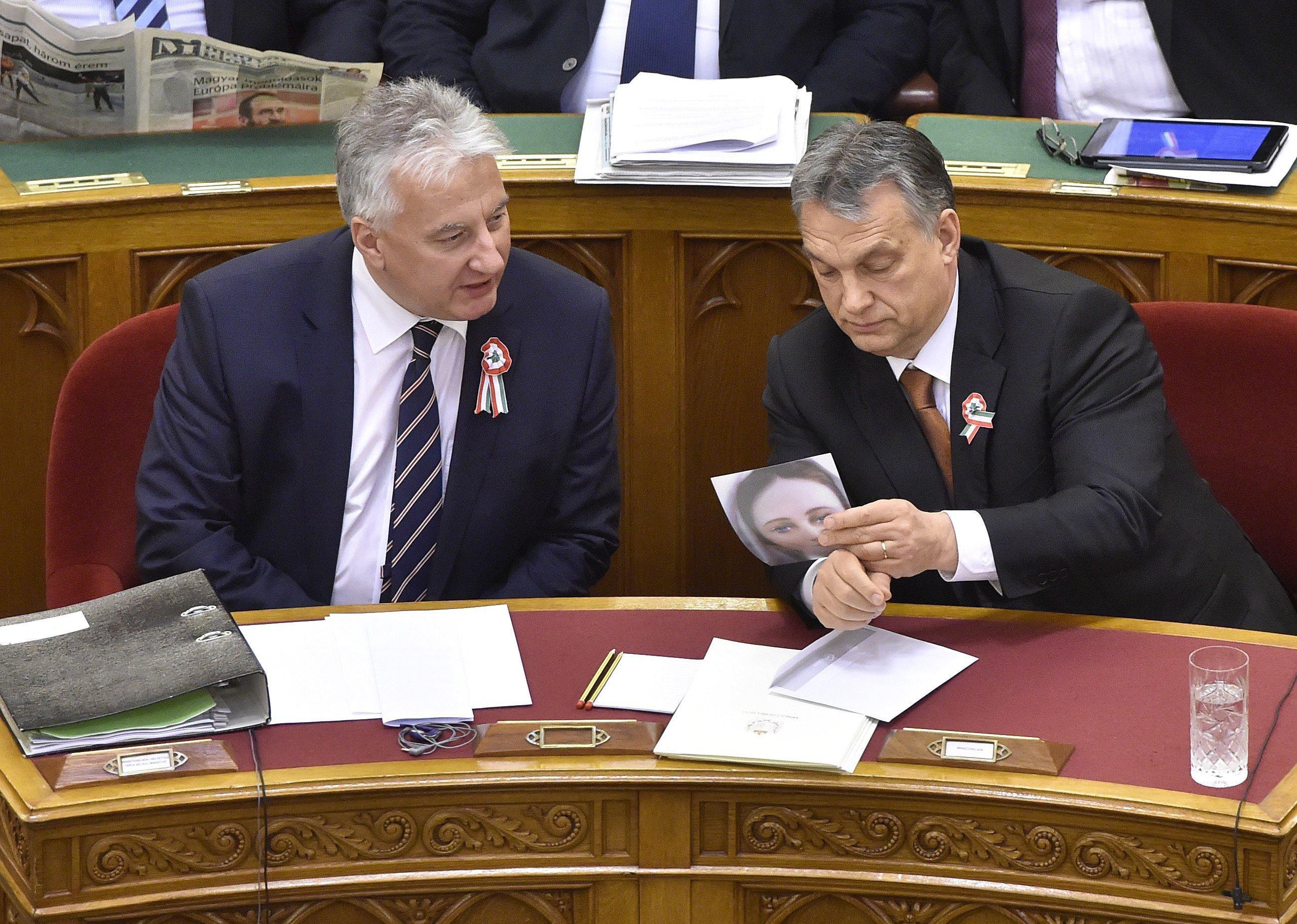 Orbán csicskázással válaszolt Vona ügynöközésére
