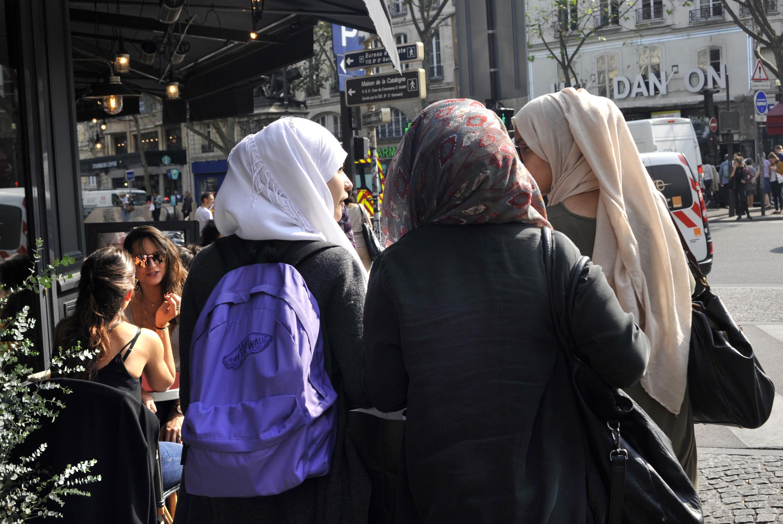 EU bíróság: Be lehet tiltani a munkahelyeken a vallási jelképeket