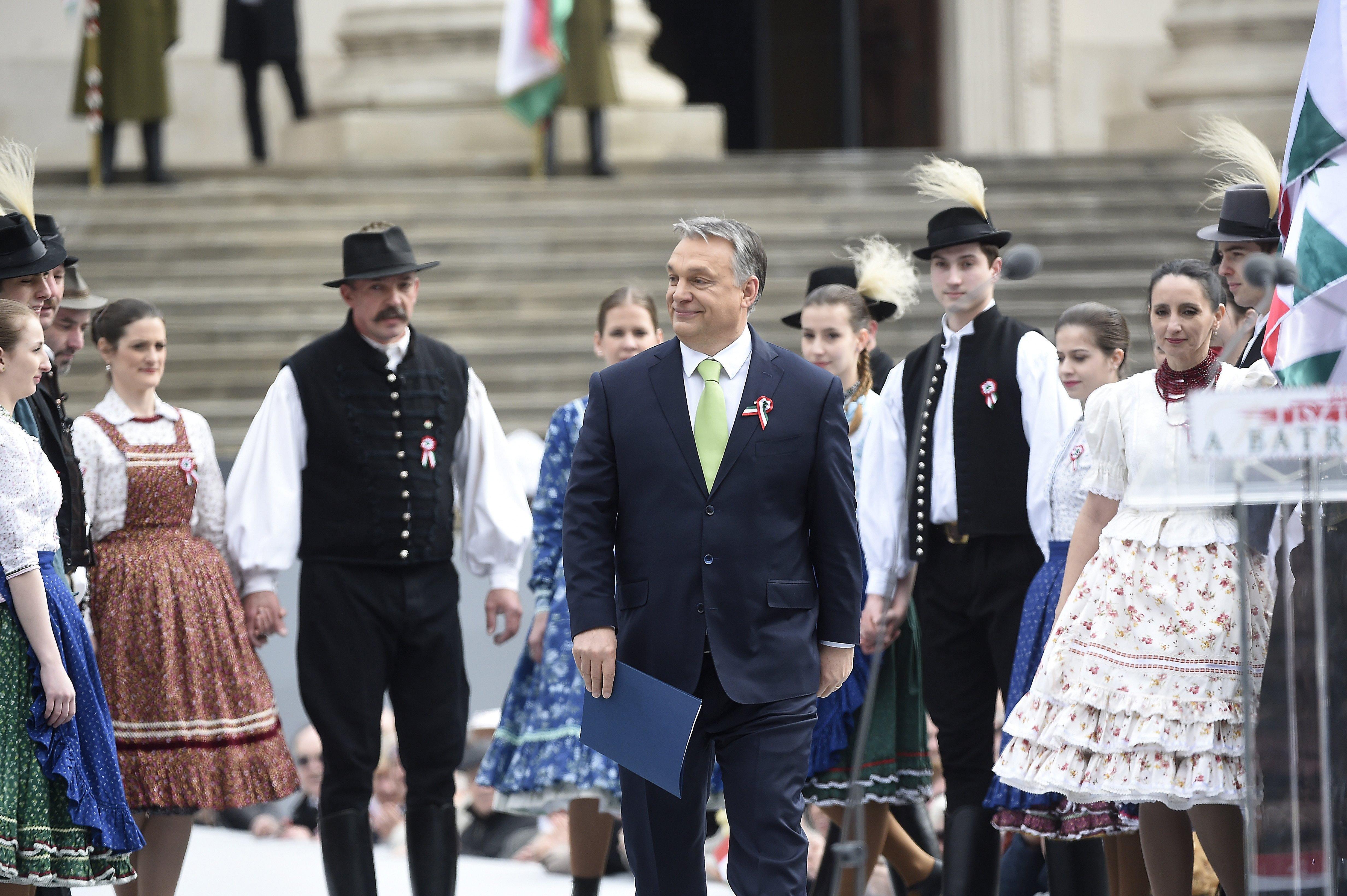 Orbán új szövege: Háborútól féltek? Miattatok lesz vérzivatar!