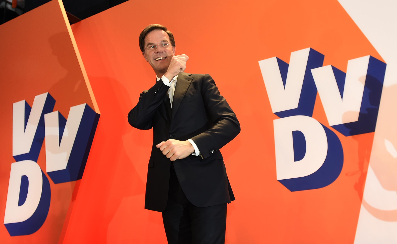 Mark Rutte bejelentette elsöprő győzelmét a holland választásokon