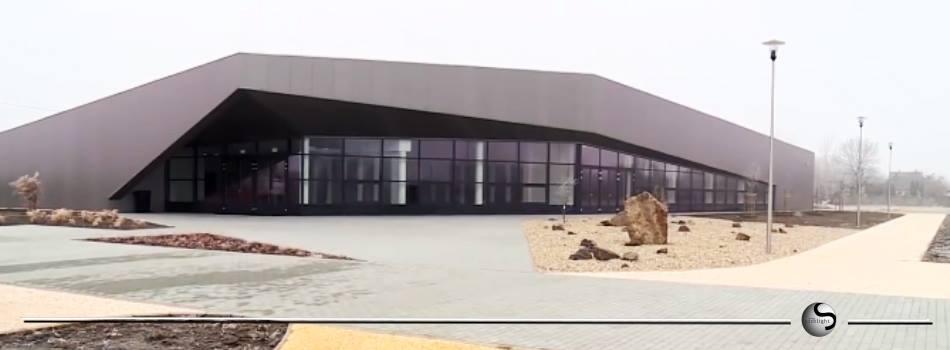 Repedezik, roskadozik a 450 millióból épült vadonatúj dzsúdóközpont