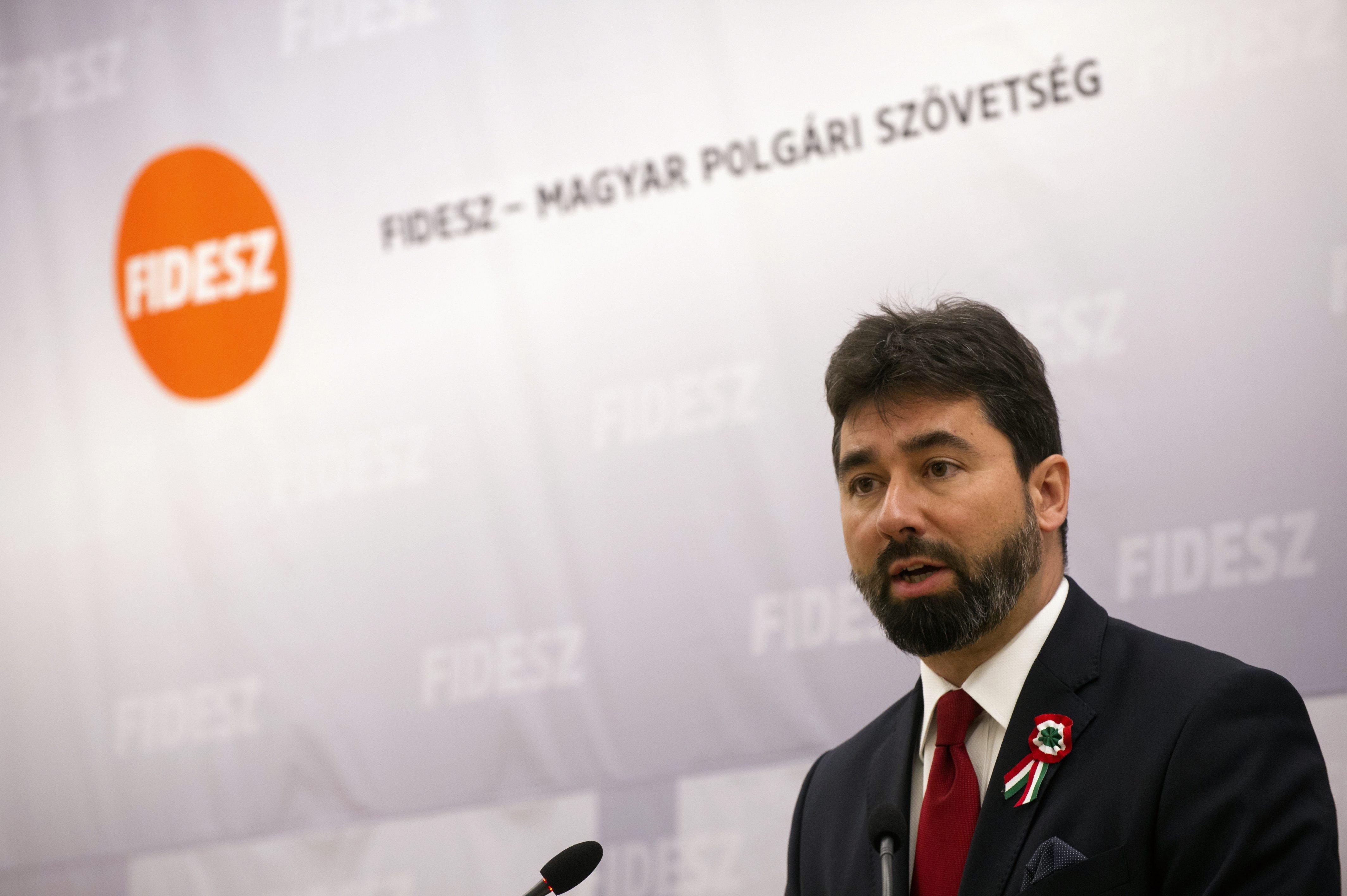 A Fideszben elégedettek a negatív kampánnyal, ezért ezt folytatják jövőre is