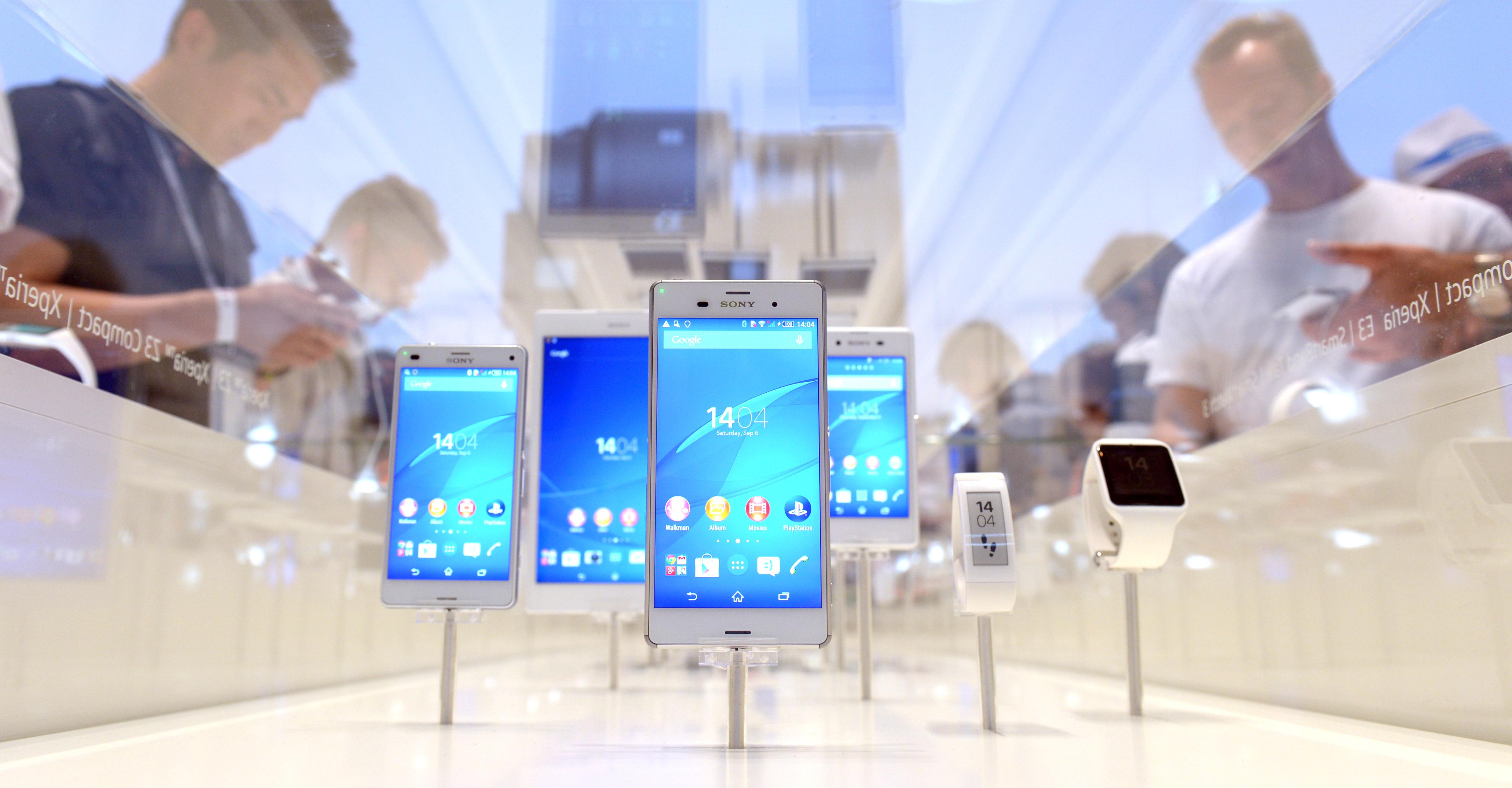A Sony azt szeretné, ha a jövőben mások telefonjairól leszívva az energiát tölthetnénk fel a sajátunkat