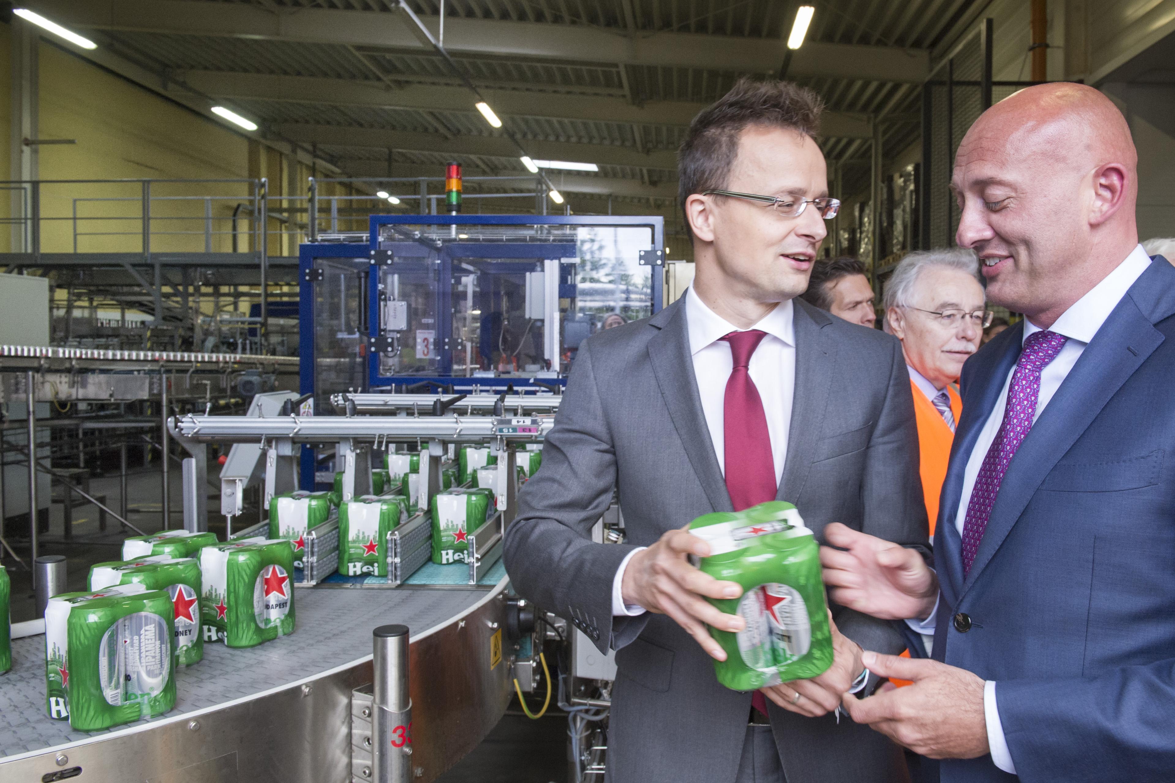 Eddig valamiért nem zavarta a kormányt a stratégiai partner Heineken vörös csillaga