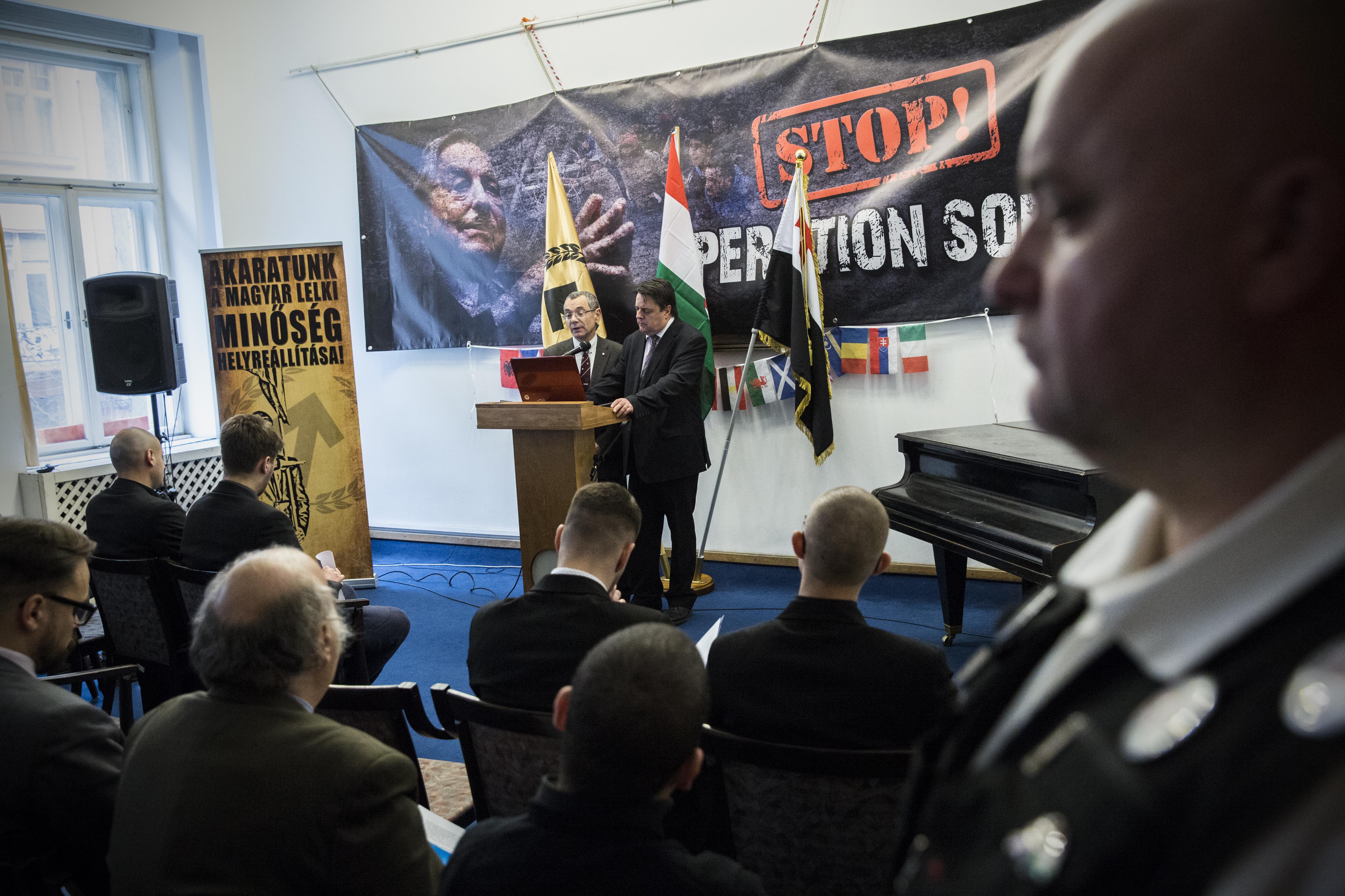 Magyarországra költözik a brit szélsőjobboldali vezető, Nick Griffin