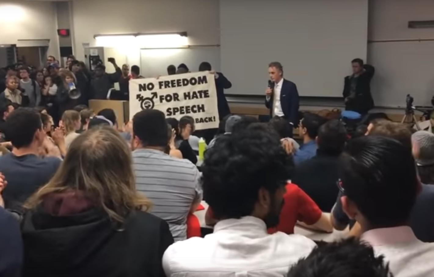 Azt hiszed, ez valami utcai zavargás, pedig csak egy professzor tartana előadást egy kanadai egyetemen