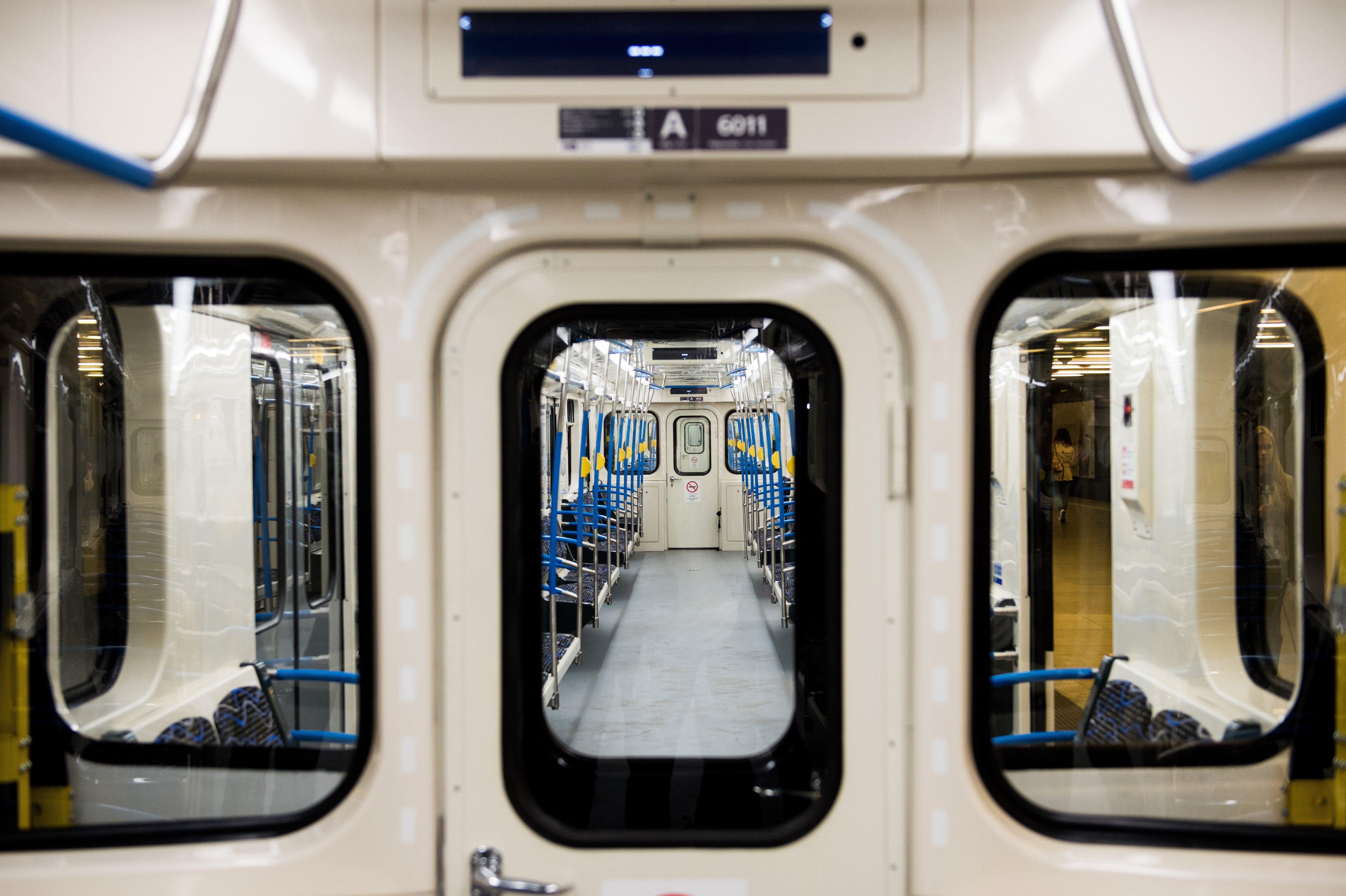 Az orosz metrógyártó 25 szakembert küldött Budapestre, hogy ellenőrizzék a problémás szerelvényeket