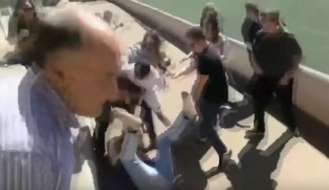 Apák napján verték össze egymást apák egy spanyol gyerekfoci meccsen