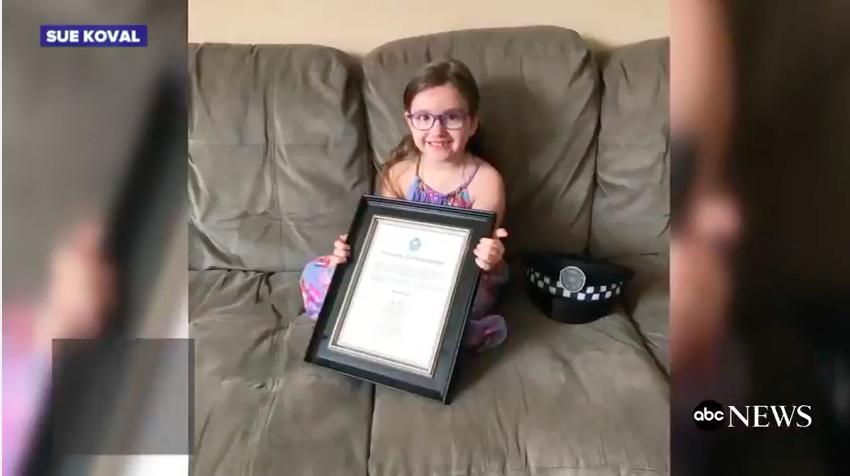 Oklevéllel tüntették ki a négyévest, aki mentőt hívott, mikor elájult az anyukája