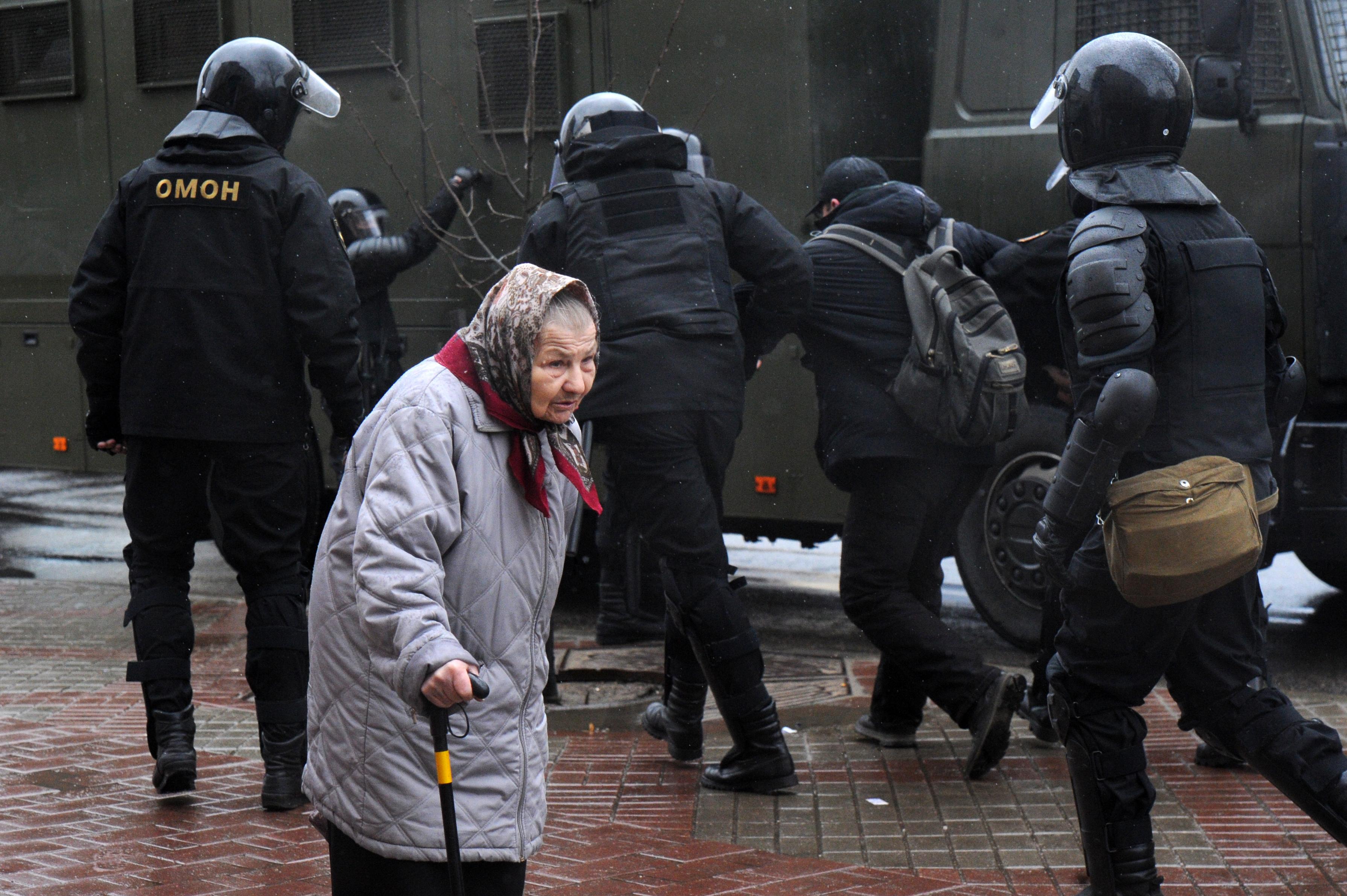 A rendőrség szétverte a 700 fős kormányellenes tüntetést Minszkben