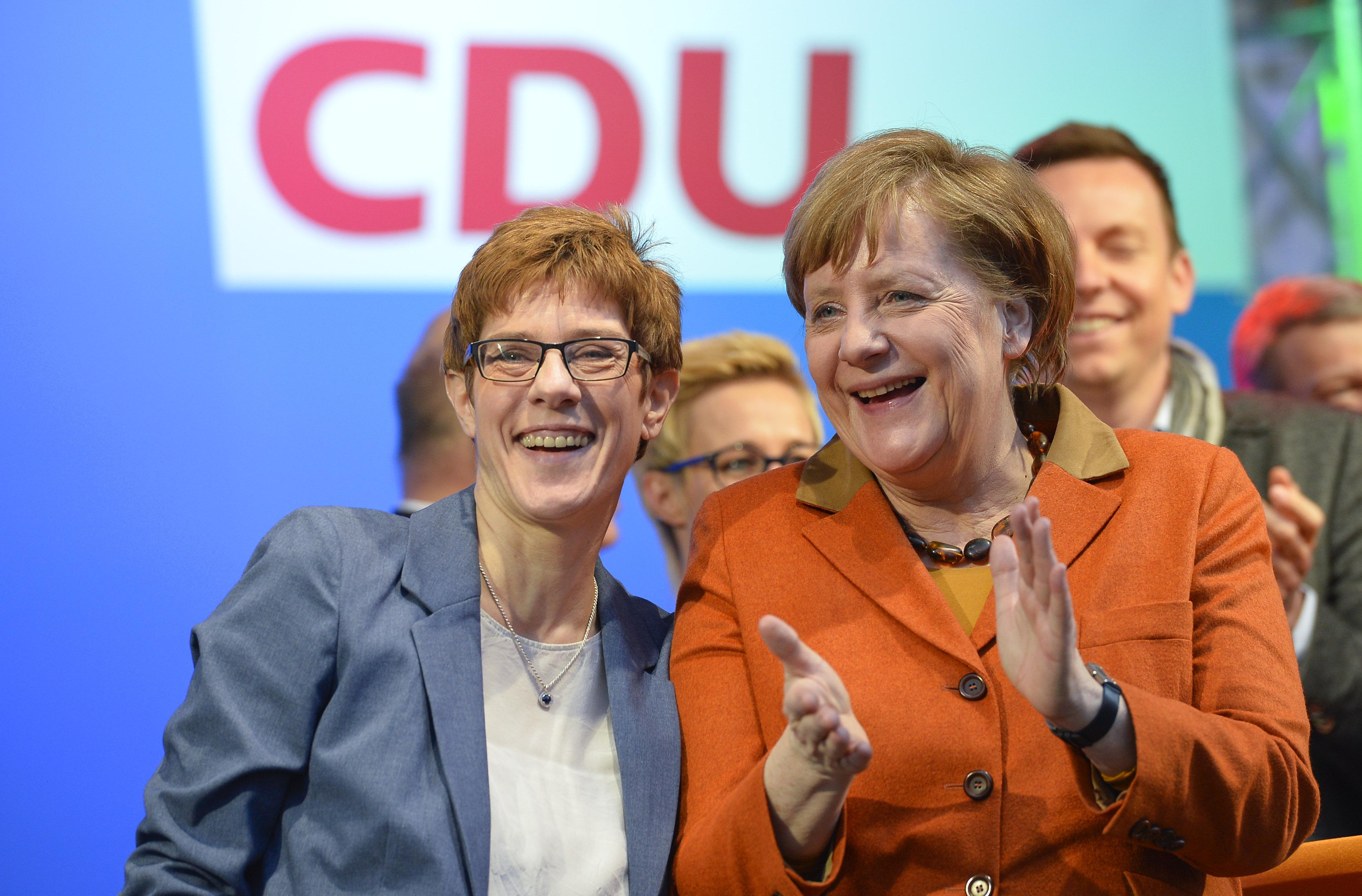 Simán nyert Merkel pártja a tartományi választásokon
