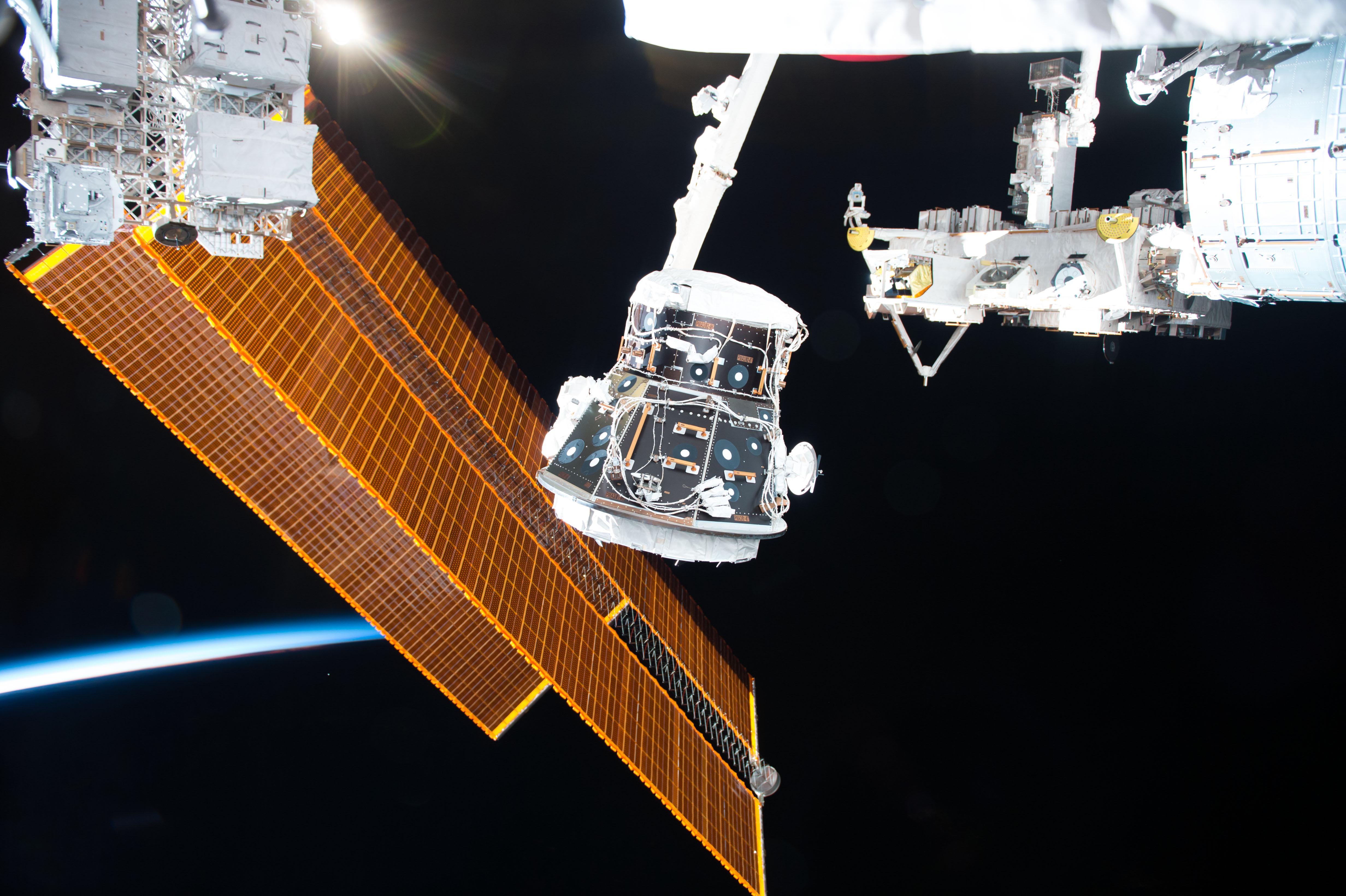 Nem sikerült betömni a repedést a Nemzetközi Űrállomáson, szökik a levegő