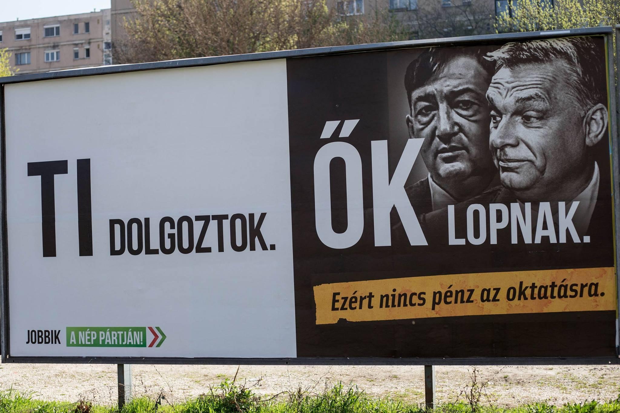 A Jobbik plakátrongálásért feljelenti Kósa Lajos asszisztensét