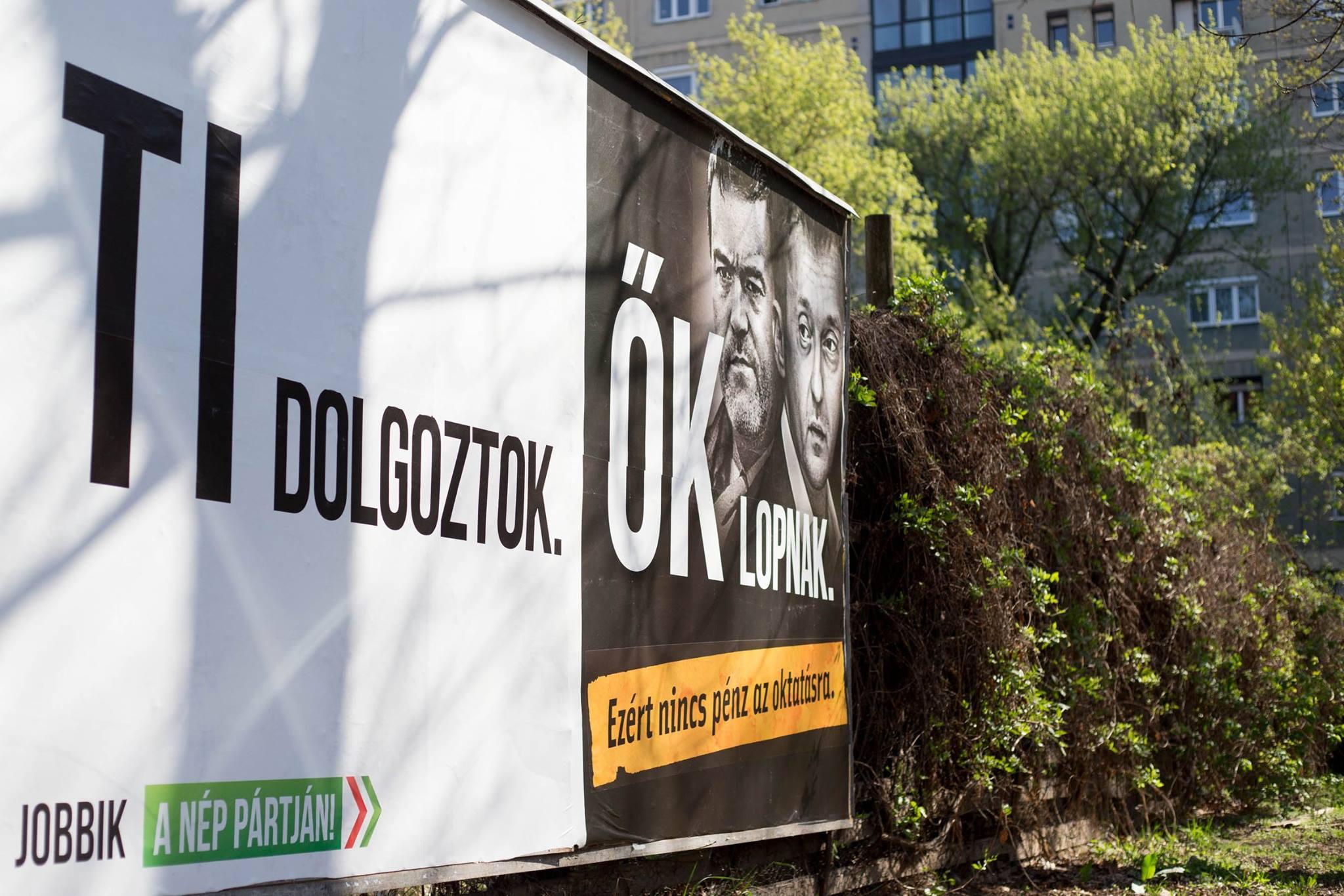 A Jobbik plakátkampánya miatt vizsgálódhat Simicska cégeinél a NAV