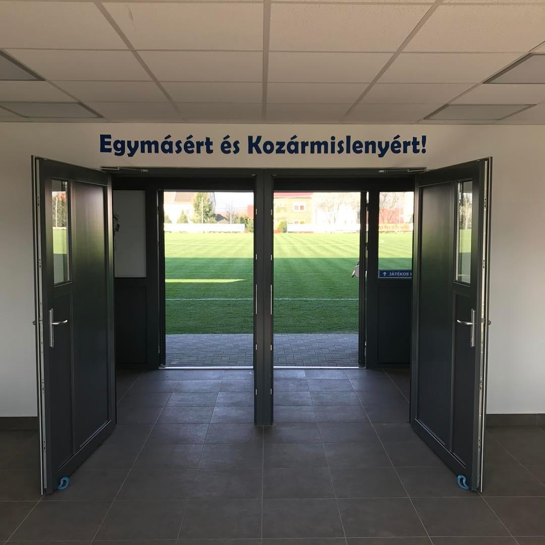 Hoppá, új stadiont avattak Magyarországon!