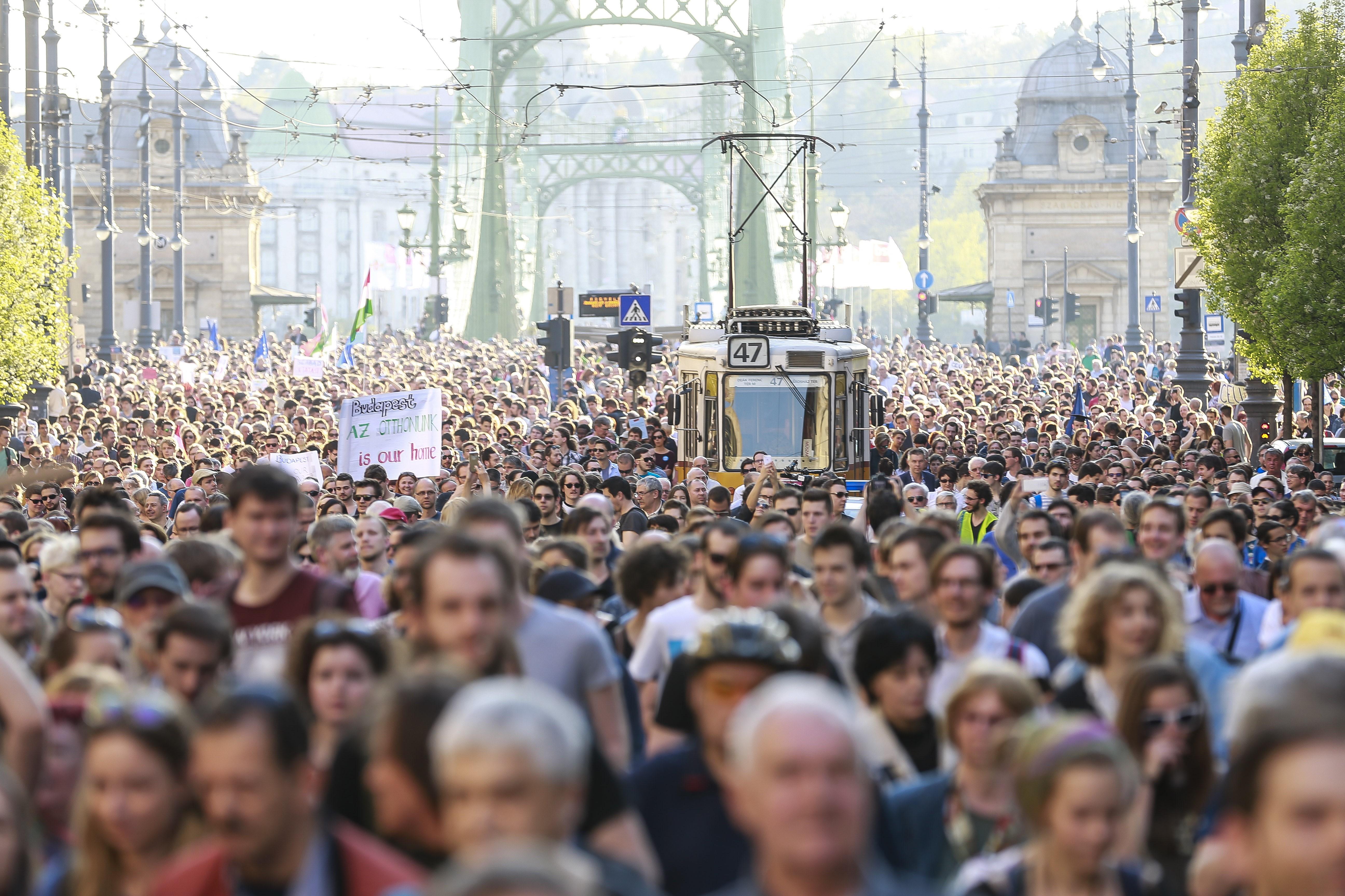 """A Magyar Rektori Konferencia """"aggodalommal érzékeli, hogy az országot érintő negatív megítélés már olyan mértéket ölt, ami a magyar felsőoktatás nemzetközi kapcsolataira is negatív hatással lehet"""""""