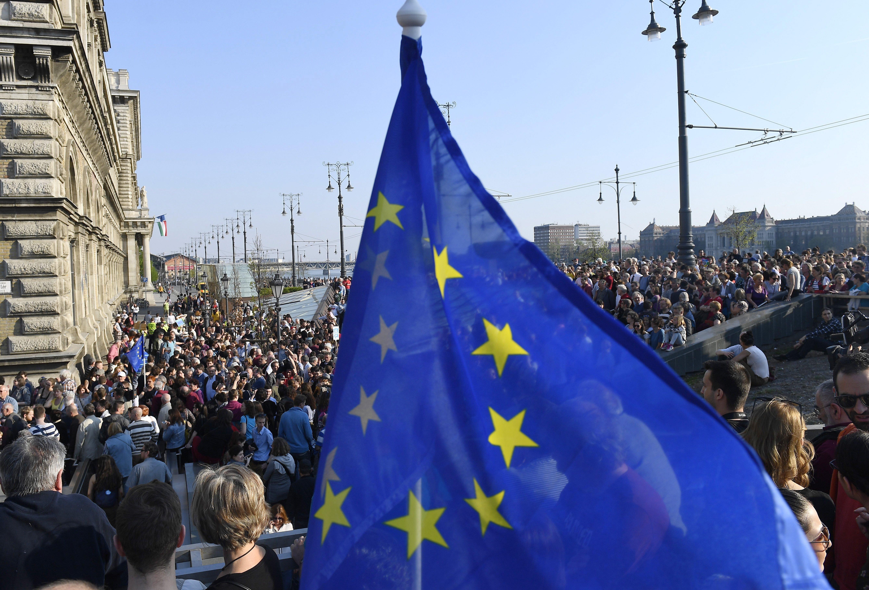 Az 1,45 millió eurós pályázatot elnyerő MTA Lendület-es kutatónak naponta át kell gondolnia, milyen racionális, erkölcsi és praktikus indoka van, hogy Budapesten maradjon