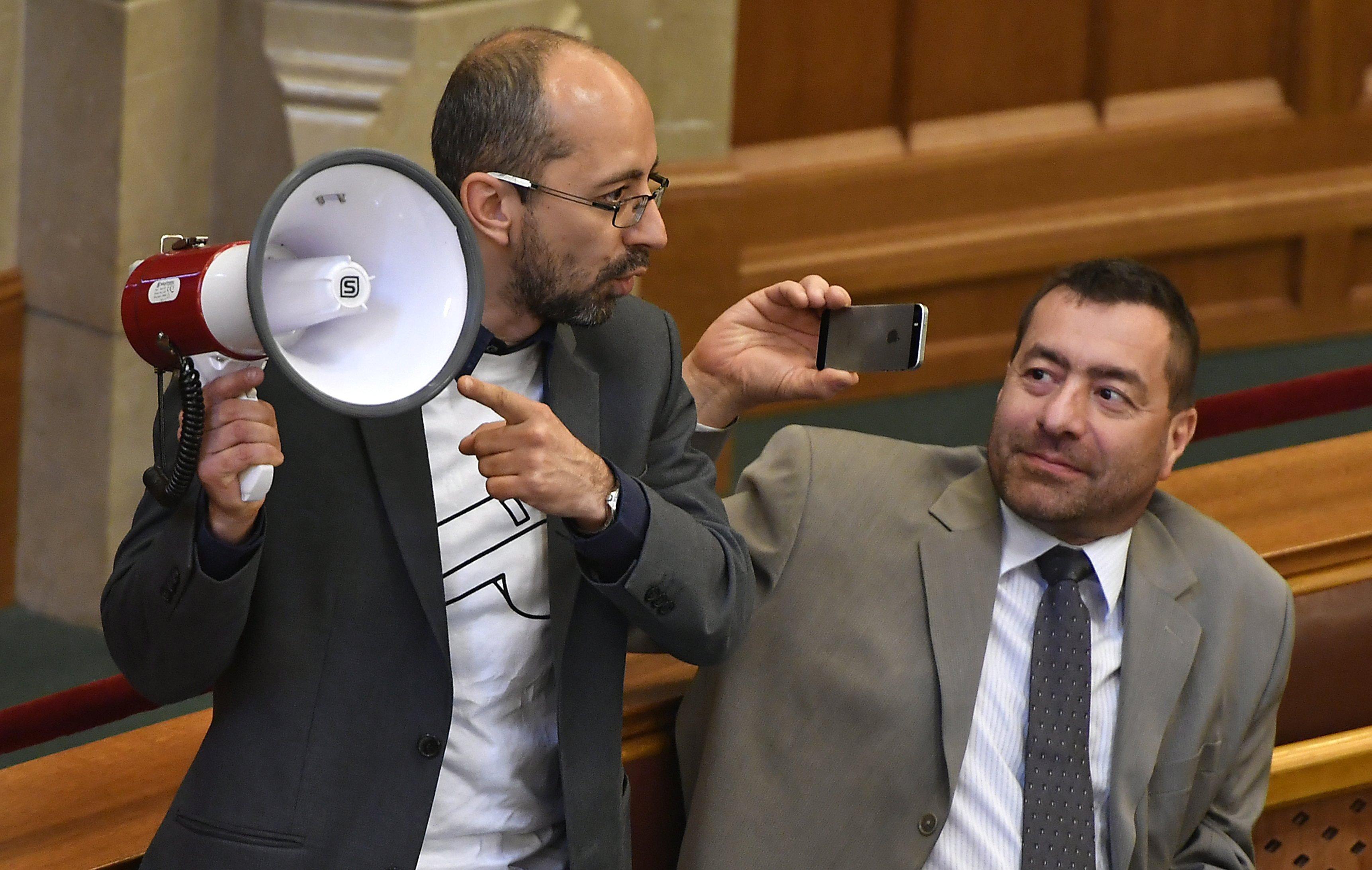 Szabó Szabolcs az LMP frakciójába ül be
