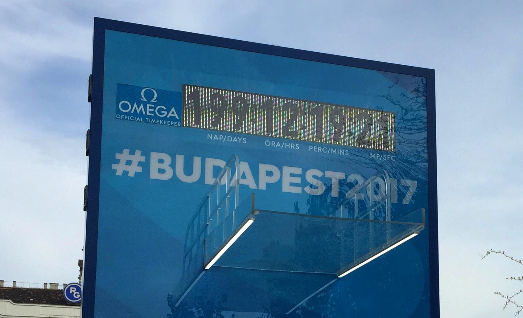 Itt a Moszkva téri óra 2.0: a vizes vébé visszaszámlálója összevissza jár, most éppen 100 napot késik