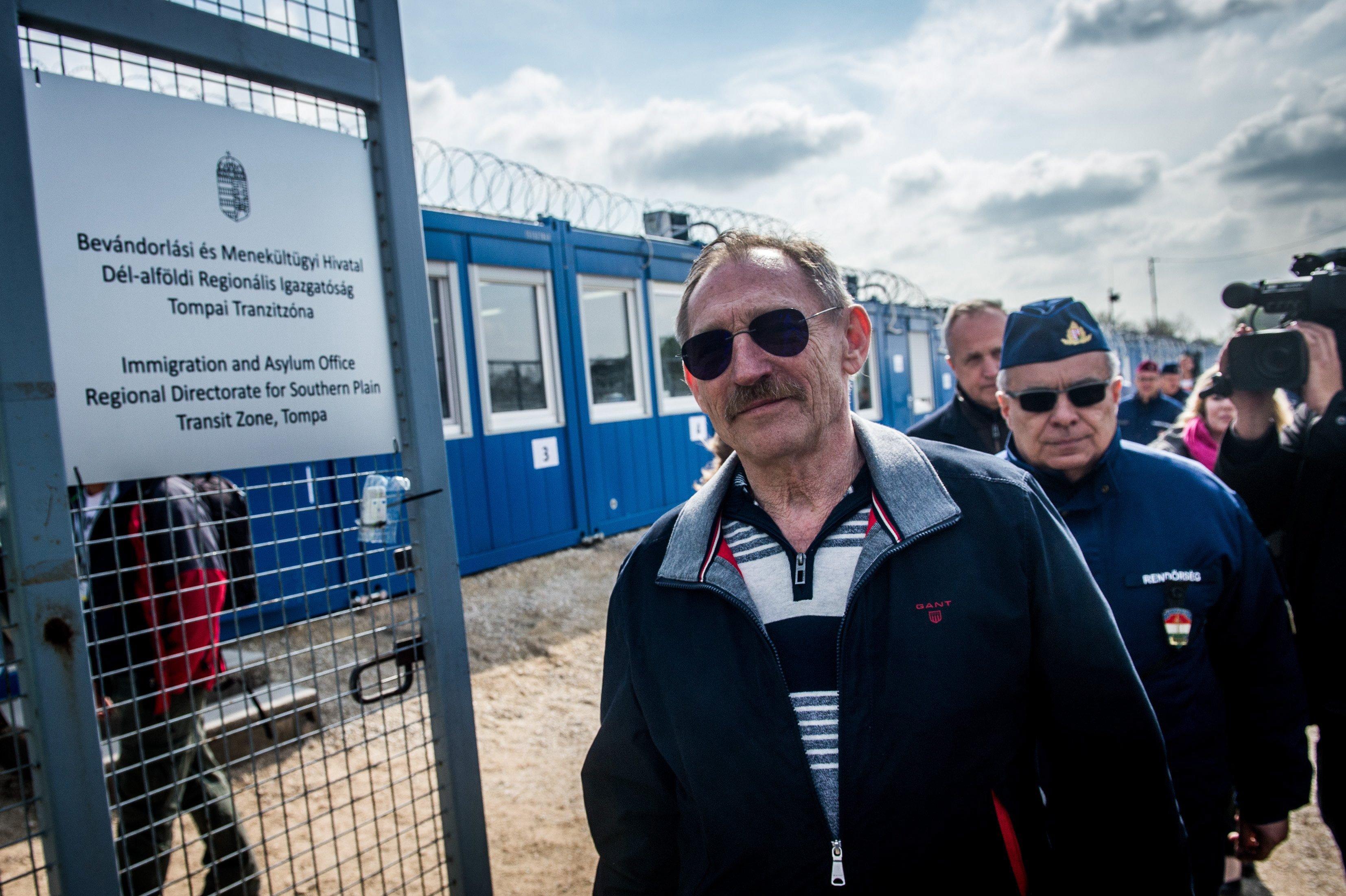 Utolsó esélyt kapott a magyar parlament Brüsszeltől, hogy vonja vissza a segélyszervezeteket fenyegető törvényt