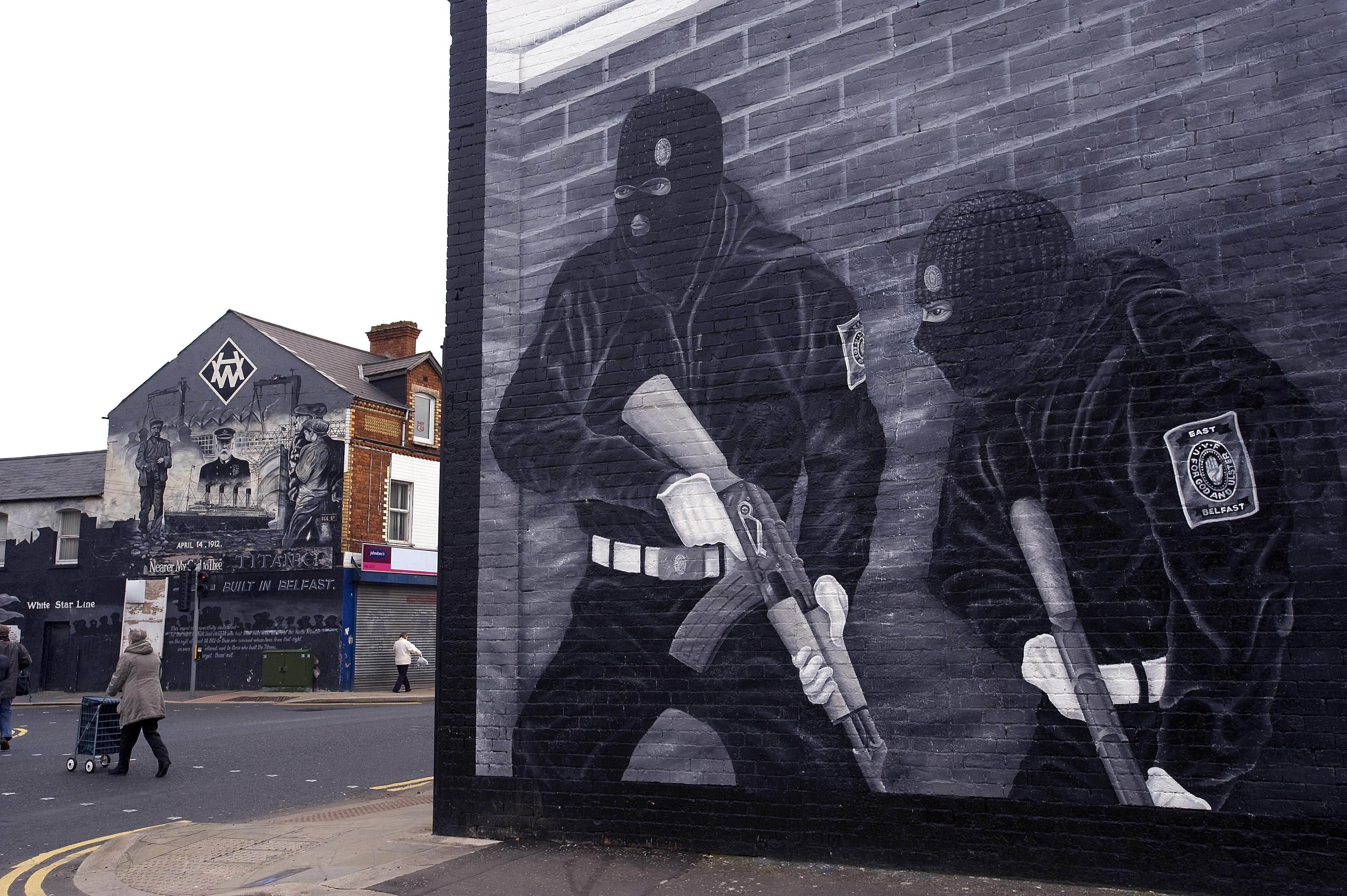 Észak-Írországban elfogtak egy 14 éves fiút, aki gépfegyvert akart venni a neten