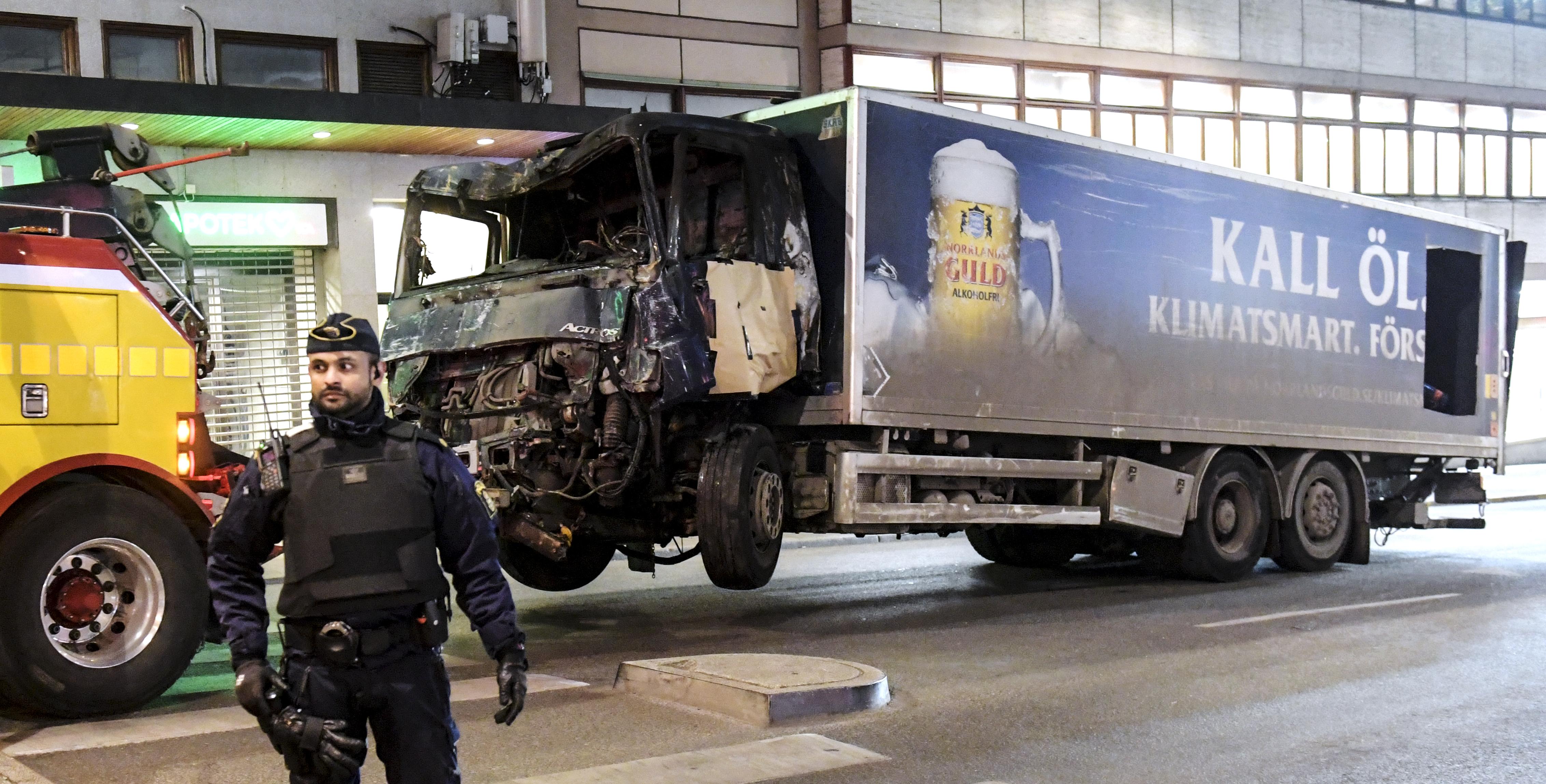 Ismerték a svéd biztonsági szolgálatok a kamionnal gyilkoló üzbég férfit
