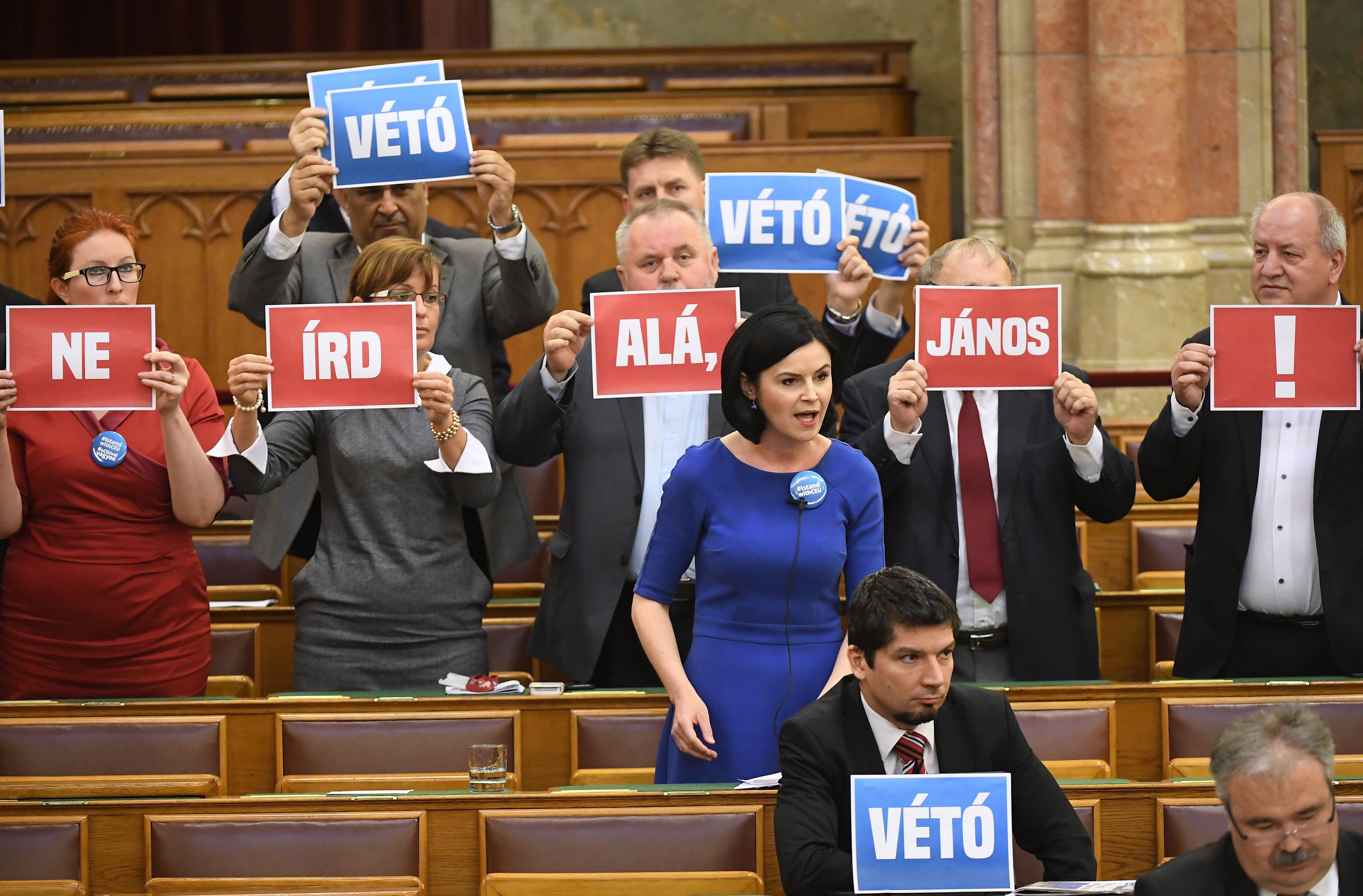 Az MSZP hétfőn beterjeszti az EP követeléseit a magyar parlamentben