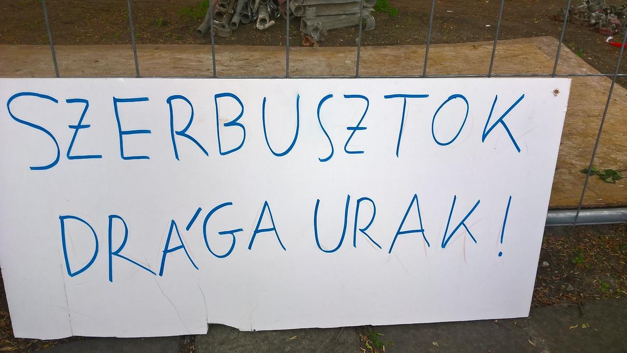 A CEU-tüntetés legmenőbb és legszarabb transzparensei