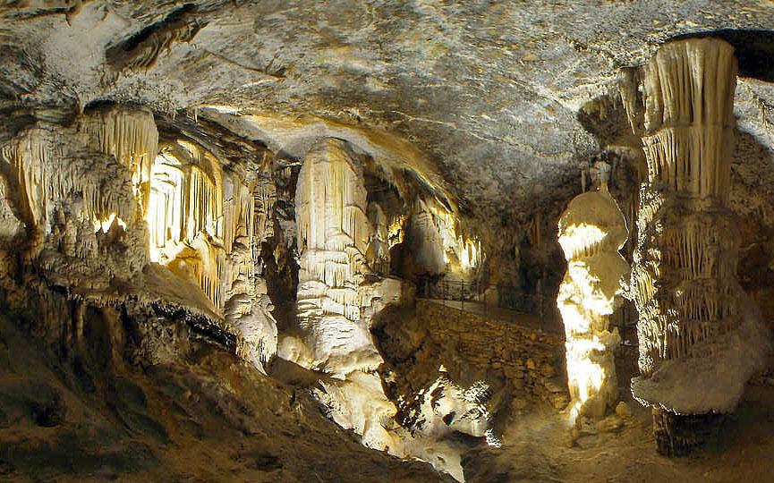 Titkosszolgálati lehallgatószobákat találtak egy szlovéniai cseppkőbarlang és egy hotel között