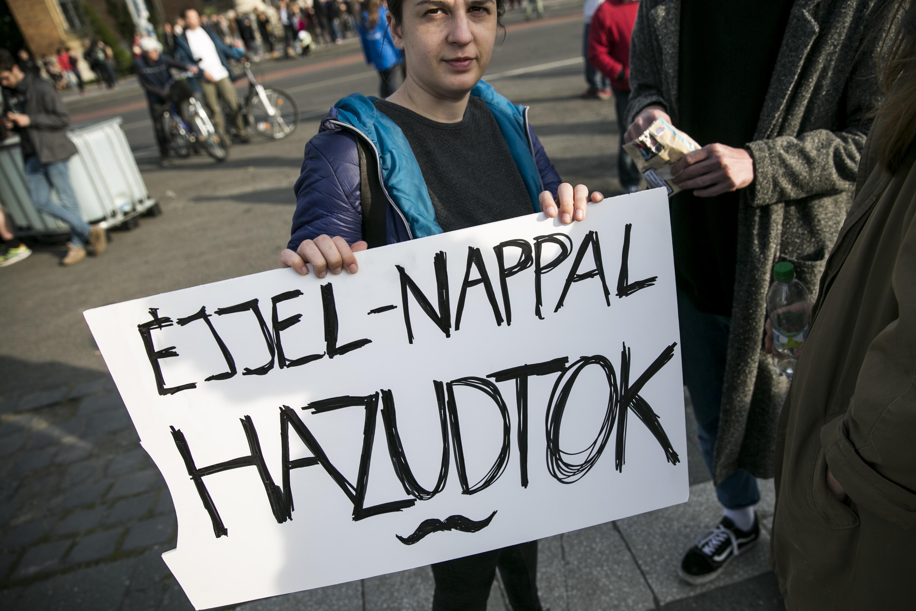A CEU válaszolt Tibor Fischernek, aki szerint Magyarországon demokrácia van, Orbán Viktor nem zsarnok, a CEU meg tartsa be a törvényeket