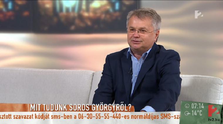 Ómolnár Miklós letépi Karácsony vödörfejét és belehány a nyakába