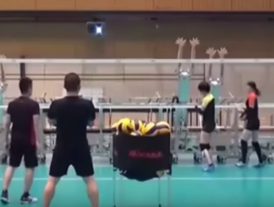Röplabdázó robottal gyakorolhatnak mostantól a japán röpisek