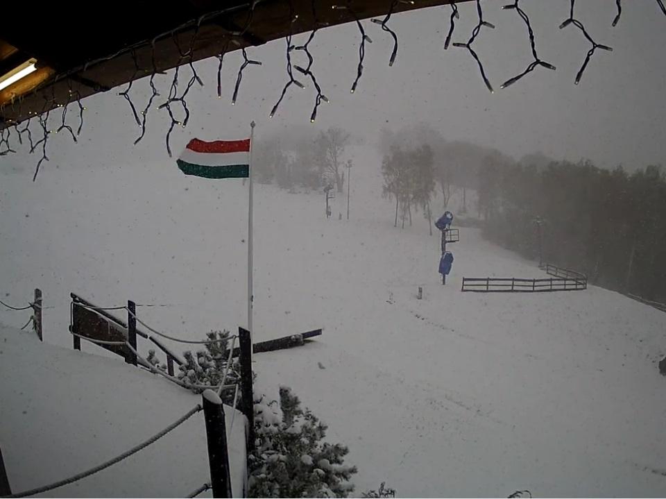 A rossz idő miatt egy héttel elhalasztották Magyarország első felnőtt nemzetközi alpesisí-versenyét