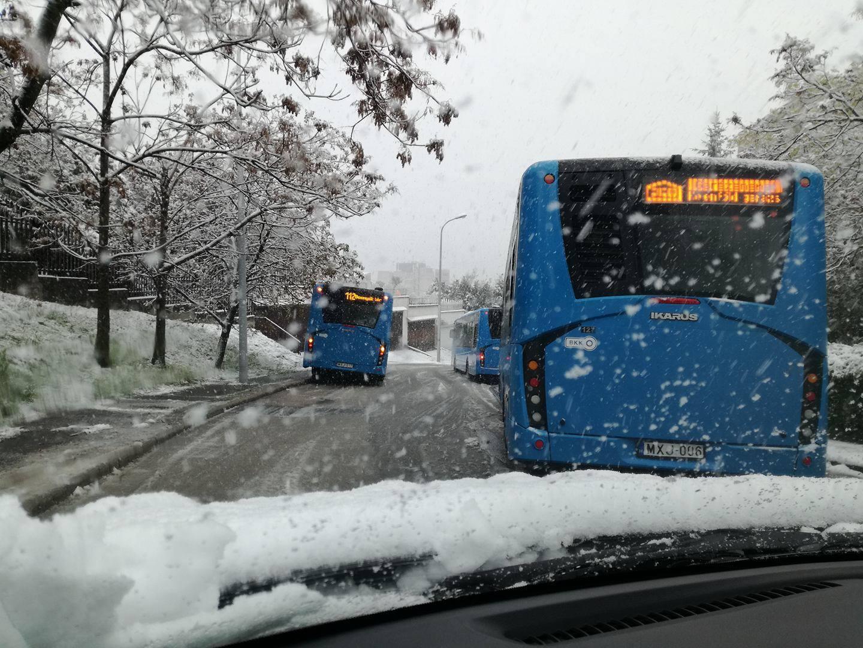 Kétrét görnyedt Magyarország az áprilisi hó alatt