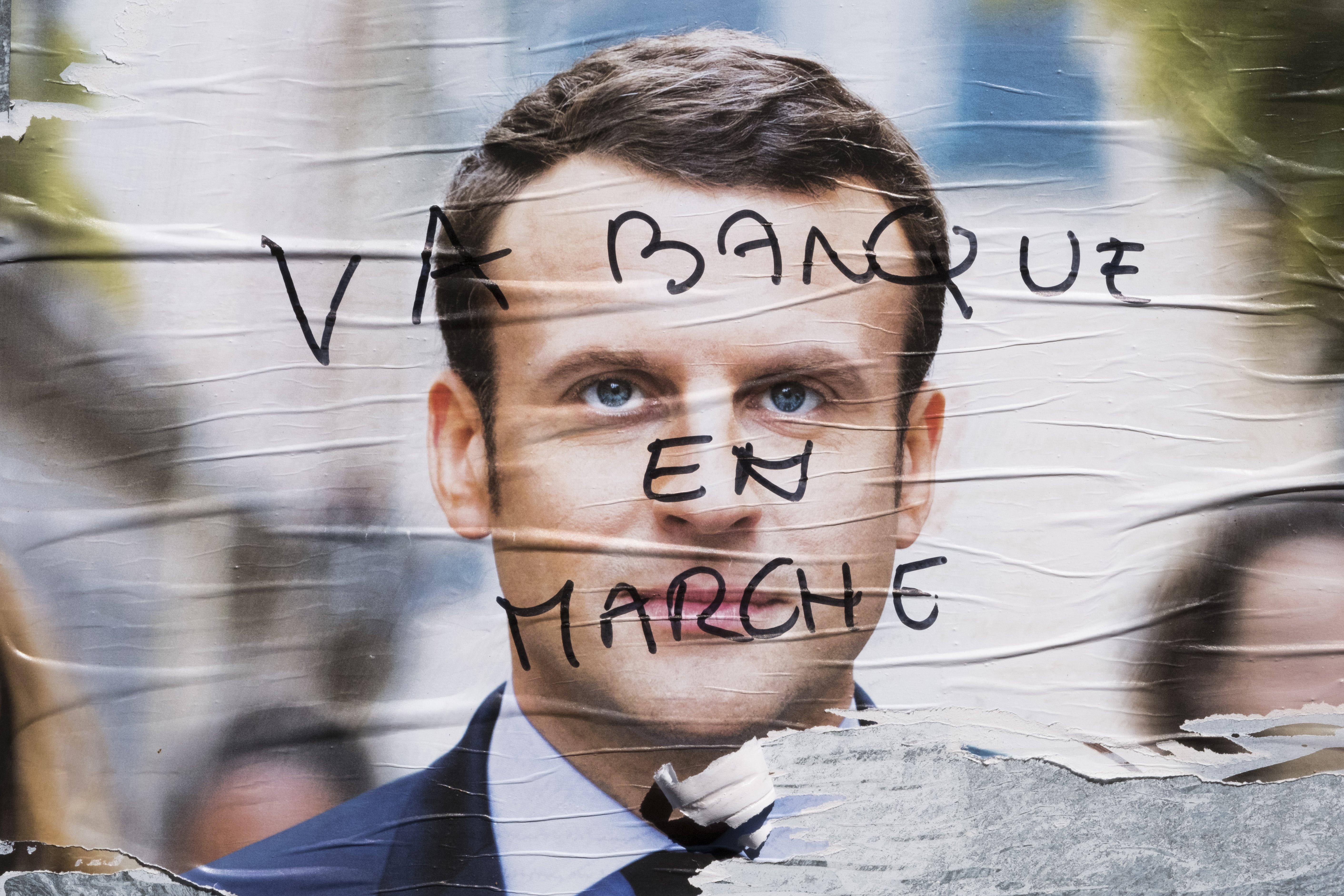 A kampánycsend miatt a francia média sem közölheti Macronék kiszivárgott íméljeit
