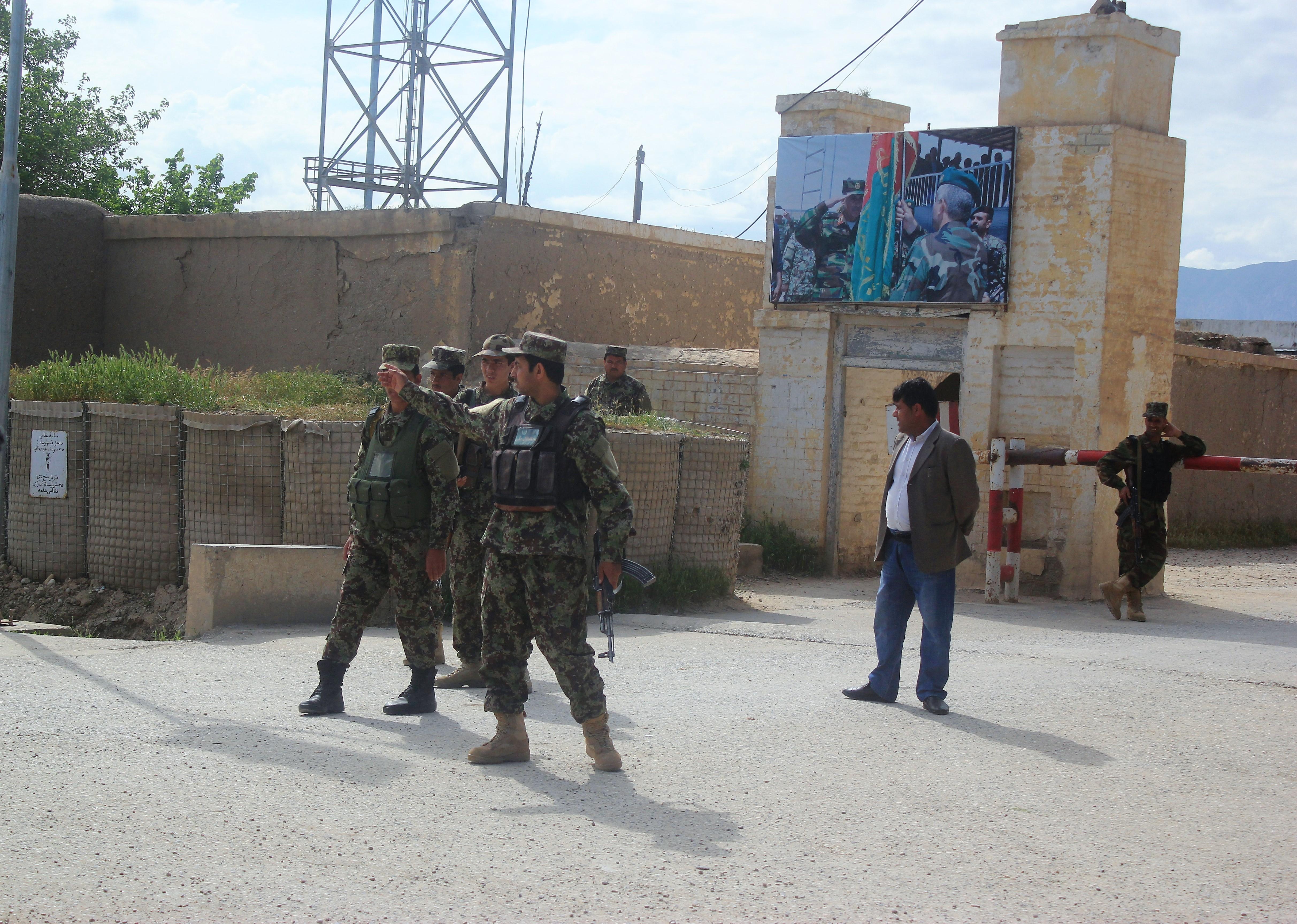 Több mint 140 halálos áldozata van az afgán katonai bázis elleni tálib támadásnak