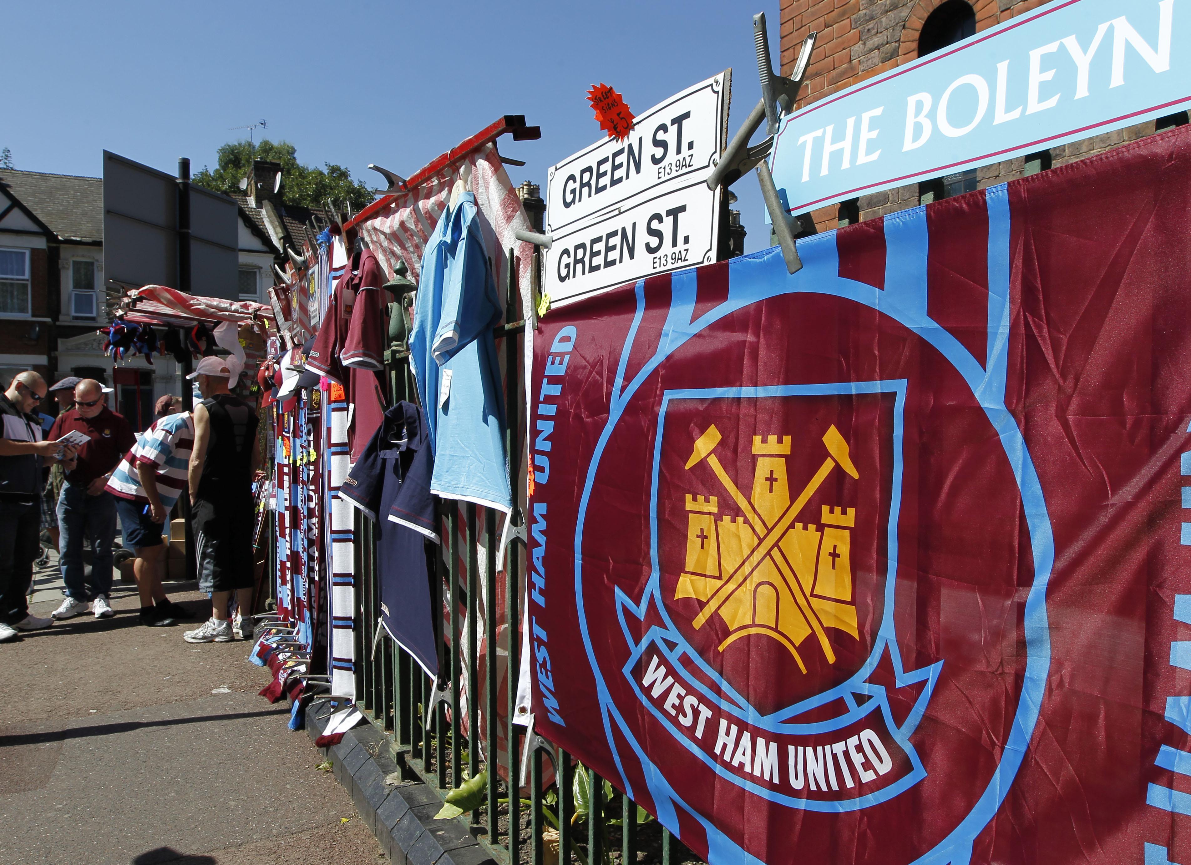 Razziát tartott az adóhatóság a West Ham és a Newcastle irodáiban
