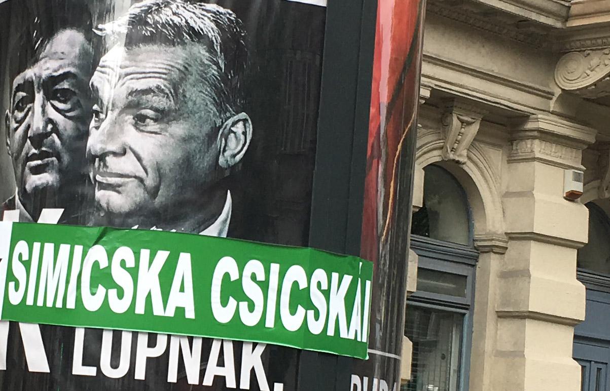 – Főnök, elkészültek a csicskamatricák, hova ragasszuk őket? – Hova, hova, hát Orbánra meg Mészárosra!
