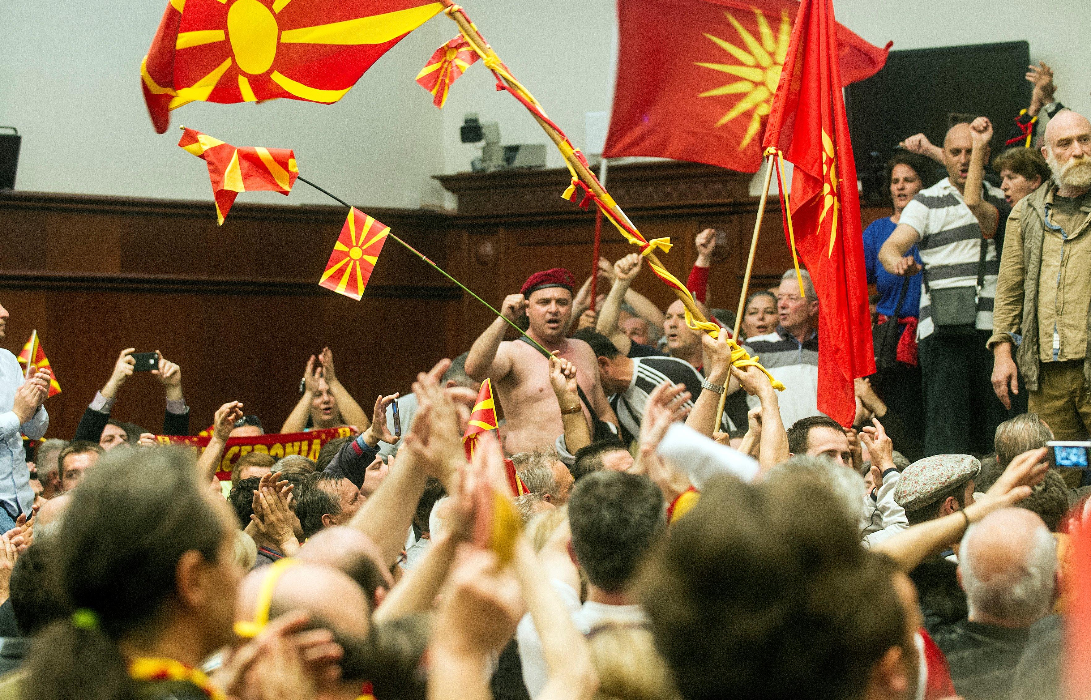 Őrizetbe vették Gruevszki két volt miniszterét