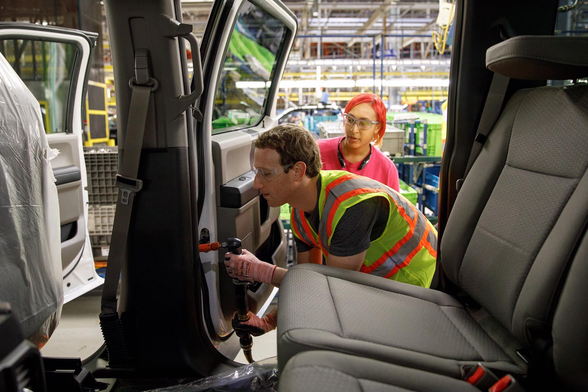 Mark Zuckerberg elment egy autógyárba, és megállapította, hogy a fizikai munka nehéz