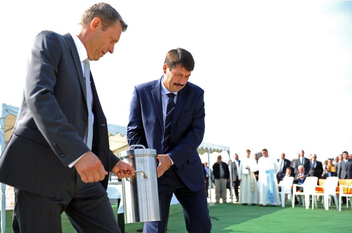 Éppen Áder János városában fuccsolhat be egy milliárdokkal támogatott napelemgyár