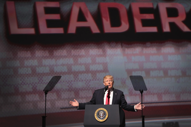 Három és fél évtized után látogatott amerikai elnök a fegyvertartás-párti szervezet kongresszusára